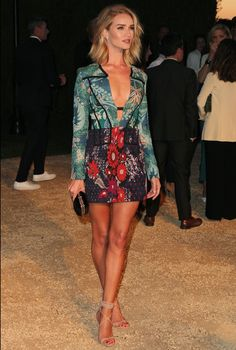 Rosie Huntington Whiteley, Rose Huntington, Beauté Blonde, Fashion Vocabulary, Mini Vestidos, Dressy Outfits, Red Carpet Looks, Party Fashion, Colorful Fashion