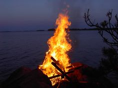 Image from http://upload.wikimedia.org/wikipedia/commons/9/96/Midsummer_bonfire_in_Pielavasi,_Finland.JPG.