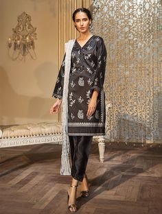 Khas Luxury Pret Formal Silk & Velvet Kurtis Collection 2020 contains embroidered winter formal shirts with organza duappatas and awesome stitching styles Fancy Buttons, Creative Shirts, Winter Formal, Party Wear Dresses, Off White Color, Formal Shirts, Festival Outfits, Comfortable Outfits, Everyday Fashion