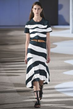 Cedric Charlier Parigi - Spring Summer 2016 Ready-To-Wear - Shows - Vogue. Modest Clothing, Modest Outfits, Modest Fashion, Fashion Dresses, Fashion Week, Runway Fashion, Spring Fashion, Fashion Show, Fashion Design