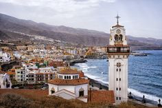 Where are the best places to go when visiting Tenerife on a budget? Check out our in-depth guides for Santa Cruz, Los Cristianos and Playa de las Americas. Best Hotel Deals, Best Hotels, Vacations To Go, Free Desktop Wallpaper, Beaches In The World, Canario, Canary Islands, Luxury Travel, National Parks