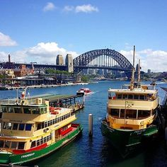 Sydney Ferry moored at Circular Quay Wharf in Sydney, Australia v@e