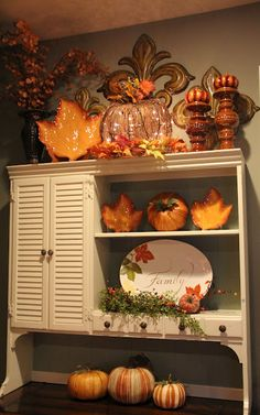 Savvy Seasons by Liz: Hutch Decor