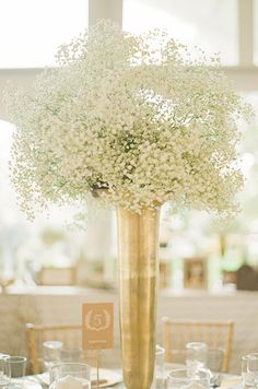 How exquisite is this gold vessel filled with fresh baby's breath? So romantic and delicate for this vineyard wedding.