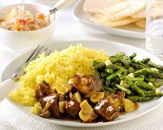 Rendang Vlees met paddenstoelen, nasi koening en gewokte groene knoflookasperges