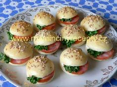 Rovenšťanské žaby Salmon Burgers, Hamburger, Food And Drink, Eggs, Bread, Breakfast, Ethnic Recipes, Morning Coffee, Brot