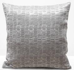 Poszewki na poduszki ozdobne w kolorze srebnym