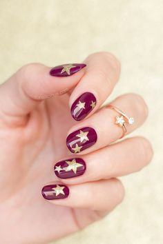 Easy Nail Art Ideas: 10 Manicures To Try This Weekend . Nail Art nail art with stars Star Nail Art, Star Nails, Nail Art Diy, Easy Nail Art, Cool Nail Art, Red Nails, Hair And Nails, Elegant Nail Art, Pretty Nail Art