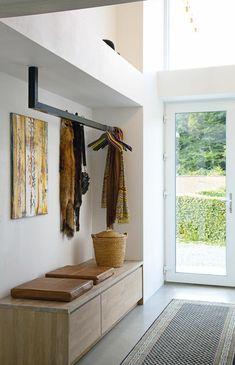 petite console d'entrée basse en bois clair, meuble d'entrée en bois scandinave…
