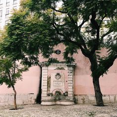 Callejear por Lisboa ha sido una de las mejores cosas y consejos recibidos para este viaje.  #gerador #igersportugal #shooters_pt #pt #portugal #lisboa #lisbon #lisboa_pt #lisboalive #street #urban #urbex #streetphotography #rua #architecture #architexture #archilovers #architecturelovers #architectureporn