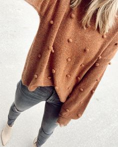 Jan 2020 - pom pom sweater & dark denim for fall Outfits Otoño, Trendy Outfits, Fashion Outfits, College Outfits, Fall Winter Outfits, Autumn Winter Fashion, Spring Outfits, Winter Looks, Pom Pom Sweater