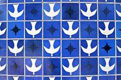 Athos Bulcão-Painel de azulejos, Entrequadras 307/308 Sul, Igrejinha Nossa Senhora de Fátima, 1957 Brasília – DF, Brasil