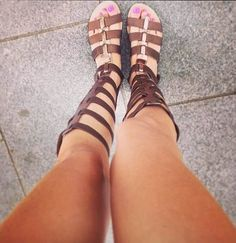 Un #shoelfie con otro modelo de #romanas by #MARYPAZ, un zapato de plena tendencia para este verano.  ►http://instagram.com/vegaroyovillanova  Shop at ►http://www.marypaz.com/tienda-online/sandalia-romana-plana-de-ca-a-alta.html?sku=67689