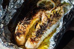 Süsd fóliában a halszeletet! Minimális munkával nem egészen 30 perc alatt diétás és nagyon ízletes ételt tehetsz az asztalra. Cheesesteak, Fish Recipes, Grilling, Cooking, Ethnic Recipes, Food, Tv, Crafts, Food Packaging