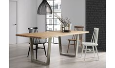 Mesa de comedor Moderna Crane   Material: Madera de Roble   Descripcion : Mesa con sobre de madera de roble y pies de acero inoxidable mate.... Eur:625 / $831.25