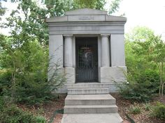 Grave of Major Millsaps    Mausoleum on the campus of Millsaps College, Jackson, Mississippi, containing the graves of Major Reuben Webster Millsaps and his wife.