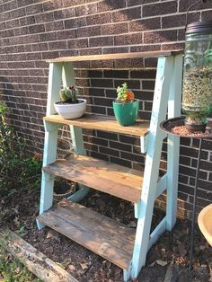 DIY Shelves for my plants! Made only from a pallet! Garden idea DIY Plant shelves Pallet project Upgrade your fave plants with these modern + minimalist DIY plant stands. Plant Shelves Outdoor, Garden Shelves, Outdoor Plants, Outdoor Plant Stands, Patio Plants, Plant Ladder, Outdoor Plant Table, Shelves For Plants, Hanging Plant