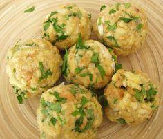 Bavorské žemľové knedle s rýchlou smotanovou omáčkou - recept Dumplings, Kitchen Hacks, Baked Potato, Potato Salad, Cauliflower, Gnocchi, Yummy Food, Food And Drink, Baking