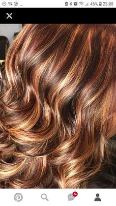 Kelly Clarkson Hair, Medusa Hair, Hot Hair Colors, Dark Hair With Highlights, Wavy Bobs, Haircut And Color, Beach Hair, Beautiful Long Hair, Crazy Hair