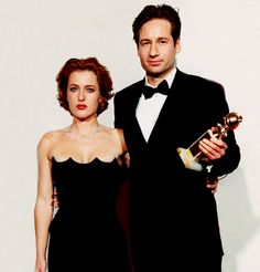 David Duchovny & Gillian Anderson at the 1998 Golden Globe Awards in Los Angeles.