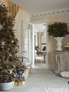 Stephen Sills ~ Think beyond red and green (via Veranda Magazine) Christmas Tablescapes, Christmas Decorations, Holiday Decorating, Decorating Ideas, Decor Ideas, Christmas Images, Christmas Trees, Xmas, White Christmas