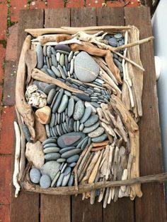 Work in groups: search for items, put them together to create a piece of art, a la Andy Goldsworthy. Great assemblage and found art project! (would have to photograph) Land Art, Deco Nature, Found Object Art, Sticks And Stones, Assemblage Art, Driftwood Art, Environmental Art, Nature Crafts, Beach Art