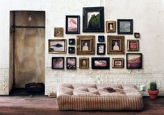 Decorate your Walls - Möblera med bilder. I want this space! Picture Wall, Picture Frames, Photo Wall, Images Murales, Photowall Ideas, Terrazo, Interior And Exterior, Interior Design, Interior Room