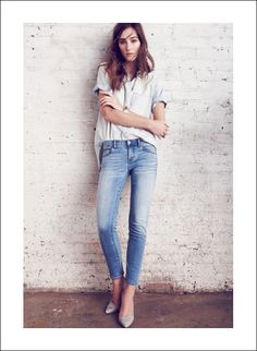LE FASHION BLOG UNDERSTATED DENIM ON DENIM MADEWELL CANADIAN TUXEDO CLASSIC JEANS SHORT SLEEVE CHAMBRAY SHIRT PYTHON PUMPS Perfect Chambray ...