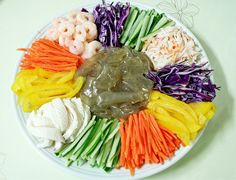 양장피 Yangjangpi - a cold platter of a variety of vegies, beef, shrimps, all to be mixed with mustard sauce. 9.000KD