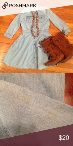 📢#CyberMondaySale!Gap dress! In good condition , light yellow stain on left arm. Size 4. Jean dress! GAP Dresses