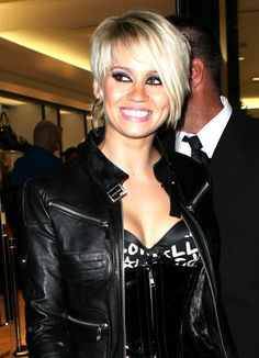 coupe kimberly wyatt - Recherche Google Kimberly Wyatt, Longer Pixie Haircut, Long Pixie, Dimples, Leather Fashion, Short Hair Styles, Hair Cuts, Black Leather, Hairstyles