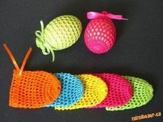 Easter is fast approaching and kids would be so much interested and eagerly waiting to prepare crafts for Easter. This year as of Easter falls on Holiday Crochet, Crochet Home, Crochet Crafts, Crochet Projects, Free Crochet, Easter Activities, Easter Crafts For Kids, Spring Crafts, Holiday Crafts