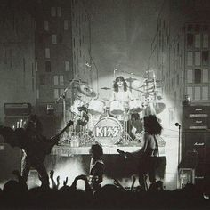 I Love It Loud, Kiss Me Love, Kiss Group, Kiss Members, Maid Marian, Eric Carr, Peter Criss, Vintage Kiss, Kiss Pictures