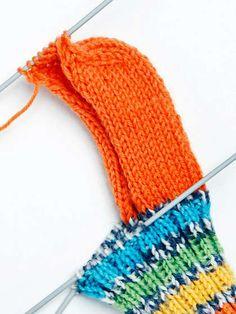 Villasukan kantapää – kolme ohjetta - Yhteishyvä Crochet Socks, Knitting Socks, Crochet Stitches, Knitted Hats, Knit Crochet, Yarn Projects, Knitting Patterns, Winter Hats, Diy Crafts