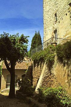 Avignon scenes by @LostinArles #Avignon #Provence