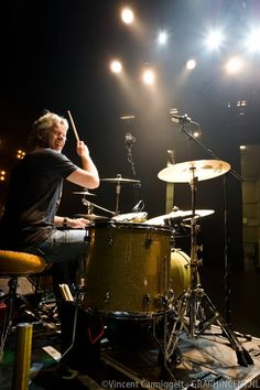 Music is all about Sharing #Y4U -  Dennis van Hoorn drummer van Najib Amhali. Foto's door Vincent Carmiggelt