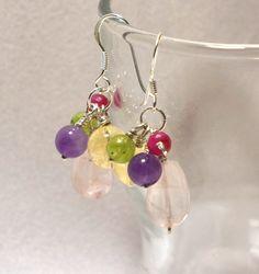"""Uusii kuu pukkasi ideoita yötä päivää. Vieläkin jäi muutamia ideoita mielen päälle, odottavat sopivaa työstö aikaa. Toteutettua sain """"herkkuvärirykelmä"""" korvakorut ja riipuksen sekä … Drop Earrings, Jewelry, Jewlery, Jewerly, Schmuck, Drop Earring, Jewels, Jewelery, Fine Jewelry"""