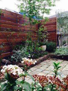 ウッドフェンス / 植栽 / 枕木 / ナチュラルガーデン / ガーデンデザイン / 外構 Garden Design / Wooden fence / Plants / Crossties