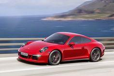 Porsche 911 Carrera GTS In Action (Video)