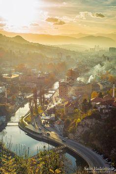 Sarajevo, Bósnia e Herzegovina Montenegro, Travel Around The World, Around The Worlds, Bósnia E Herzegovina, Places To Travel, Places To Visit, Ukraine, Sarajevo Bosnia, World View