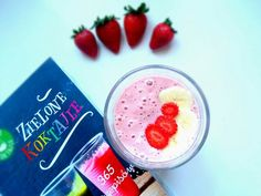 Sobotni koktajl z: truskawek  porzeczek, granatu, banana  oraz mleka migdałowego  ---> Przepis już na fb https://www.facebook.com/eatdrinklook/ ---> Saturday cocktail: strawberries  currants, pomegranate, banana  and almond milk  ---> Recipe already on fb https://www.facebook.com/eatdrinklook/