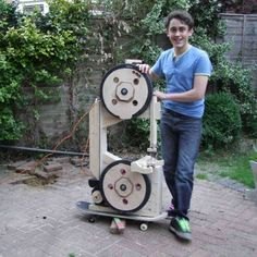 Building the Homemade Bandsaw This bandsaw was designed by Matthias Wandel plans for which can be found at Woodgears. I don't usually like to follow plans; …