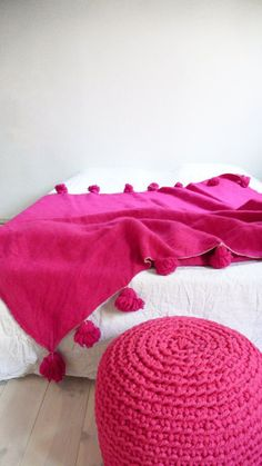 Moroccan POM POM Wool Blanket Pink by lacasadecoto on Etsy Pink Room, Everything Pink, Soft Furnishings, Wool Blanket, Home Decor Accessories, Decoration, Pretty In Pink, Hot Pink, Textiles