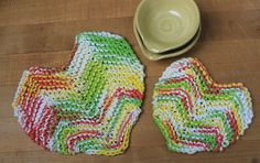 This Sister Hearts Potholder Pattern is so cute for making matching potholders for your kitchen. With one small size and one large size, you can make these matching knitted pot holders to adorn your kitchen table and protect your counter tops. Potholder Patterns, Crochet Potholders, Knitting Patterns Free, Free Knitting, Baby Knitting, Knitting Ideas, Free Pattern, Knitted Washcloths, Knit Dishcloth