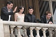 (Left to right) Director Chris Weitz, Kristen Stewart, Taylor Lautner and Robert Pattinson attending the photocall for New Moon on November 10, 2009 in Paris, France
