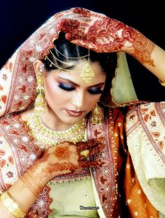 Pakistani Dulhan Makeup Dress Jewelry Look 11
