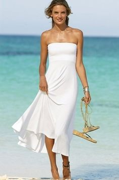 Cotton seems to be the most widely appreciated fabric as it feels soft on the skin. As for the color, even though lighter colors are advisable, if you want to look slimmer you should choose a beach dress in a darker color.  The length of the dress is up to you. Nowadays, there are so many variations when it comes to beach dresses, you just have to go for the perfect one that will allow you too spend an amazing beach trip. Pretty Maxi Dress.