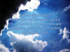 Sabe o que é lindo? Poder olhar todos os dias para o céu e descobrir que em meio aos problemas, existe sim um motivo para sorrir... Deus! #deus #problemas #ceu