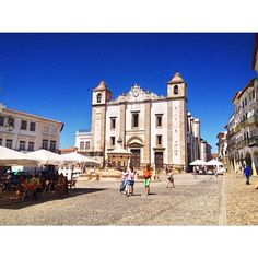 """See 515 photos from 4963 visitors about wine, casual, and cheese. """"Lovely city an hour & a half from Lisbon. Lisbon, Four Square, Portugal, Mansions, House Styles, City, Home Decor, Places, Cities"""