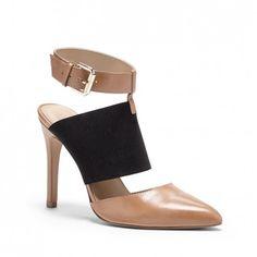 Comfy colorblock heel.